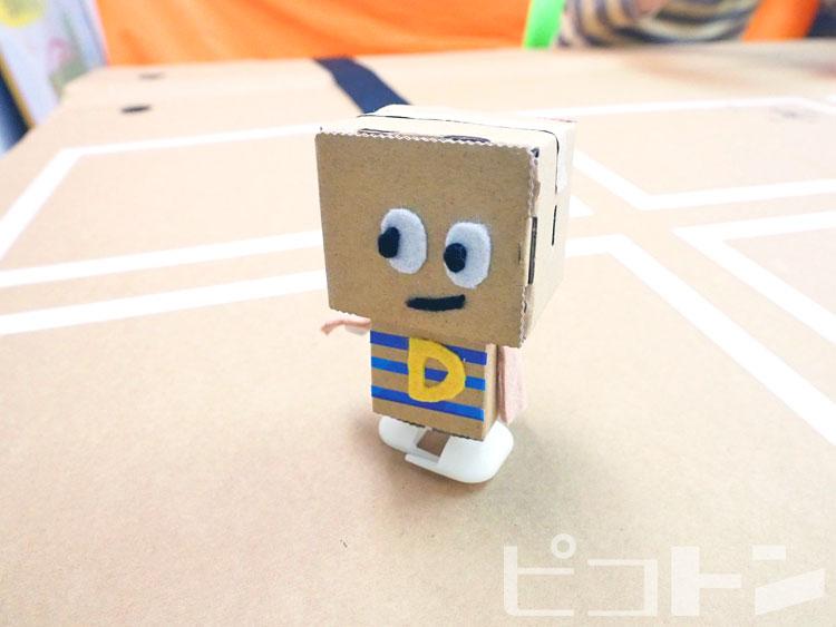お目目パッチリのかわいいロボット。