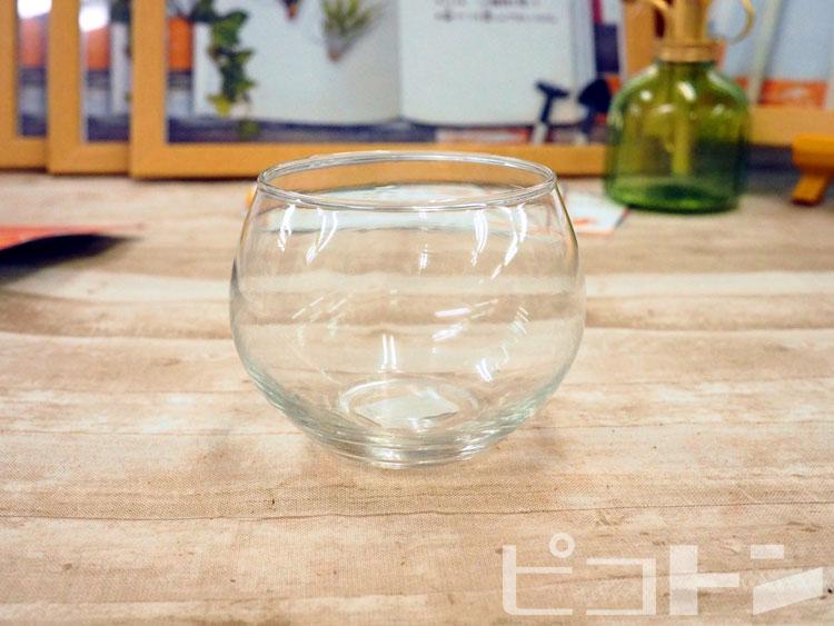 グラスは子供が両手で持てるサイズです。