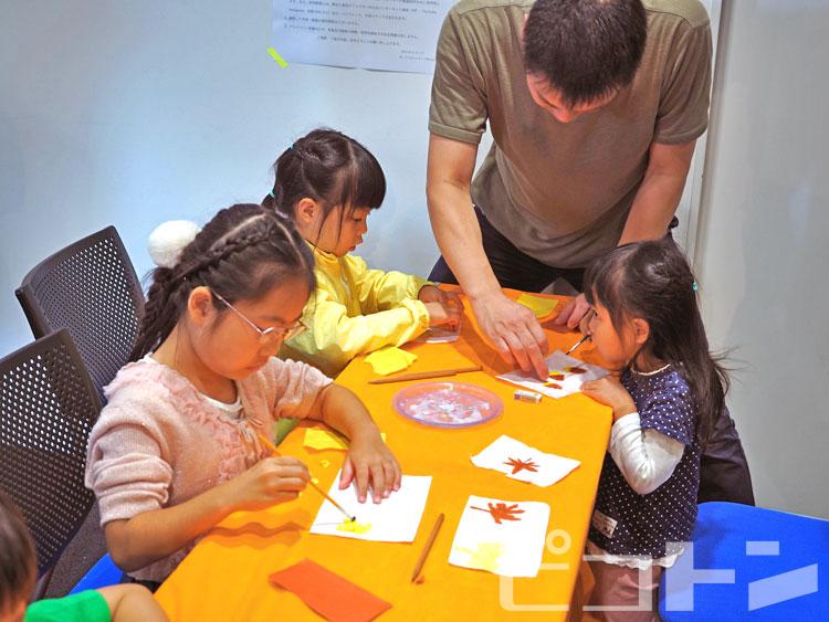 ちぎり絵体験も多くの子が参加してくれました。