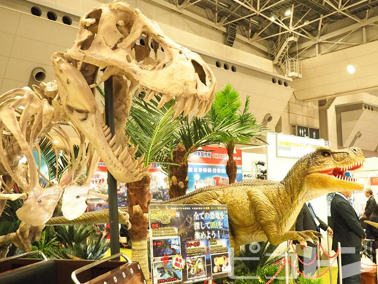 迫力満点の恐竜もおりました。