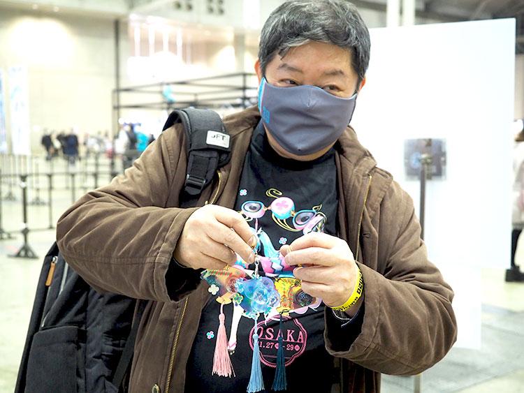 OSAKAとTOKYO両方のバージョンのレジンアクセサリーを持っている参加者。