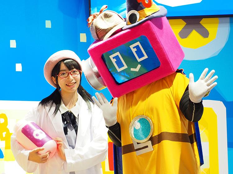 メインキャラクターの『ピピ』と司会役の助手