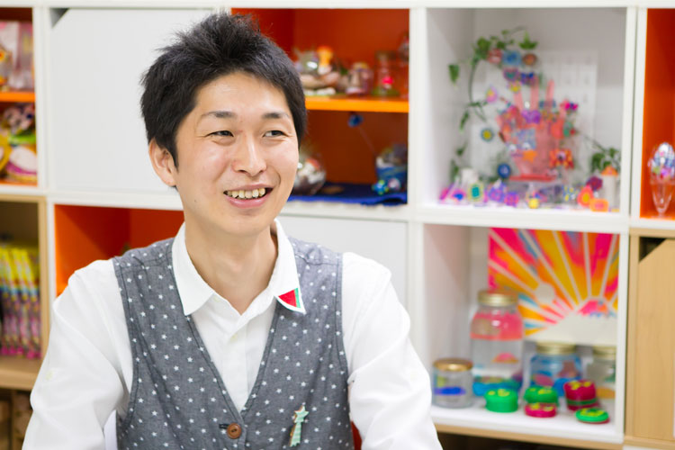 内木社長の笑顔の写真です。